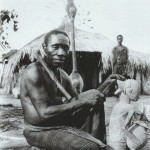 W.F.P Burton The personal Woodcarver of Luba chief. Vers 1927-1935 Copyright: University of the Witwatersand, Johannesburg, South Africa
